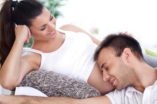 Có thai 4 tháng quan hệ được không?