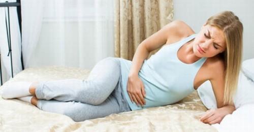 Trễ kinh kèm đau bụng dưới có thể là triệu chứng của 1 số bệnh phụ khoa