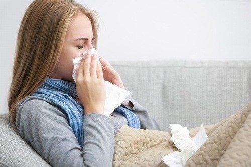 Bị cảm cúm khi mang thai tháng thứ 4 khiến mẹ lo lắng, hoang mang.