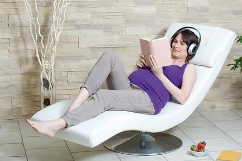 Mẹ bầu phải nghỉ ngơi tuyệt đối tại thời gian theo dõi, thư giãn, và giữ tinh thần lạc quan