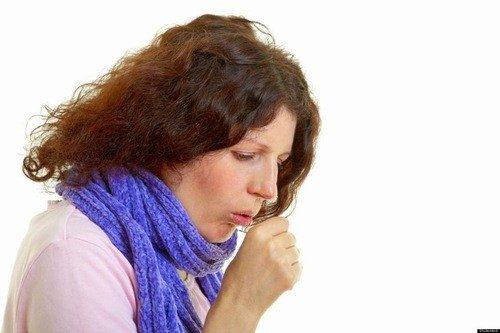 Sự thay đổi nội tiết lúc mang thai làm sức đề kháng của cơ thể giảm đi, khiến mẹ bầu thường bị viêm họng