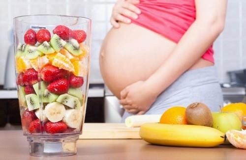 Bổ sung các thực phẩm đa dạng không ăn quá nhiều chuối trong thai kỳ.