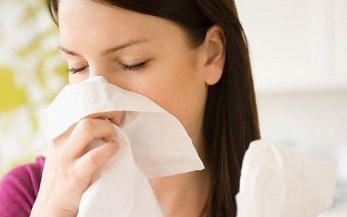 Bị cảm cúm khi mang thai 3 tháng đầu khiến cho thai phụ cực kỳ lo lắng.