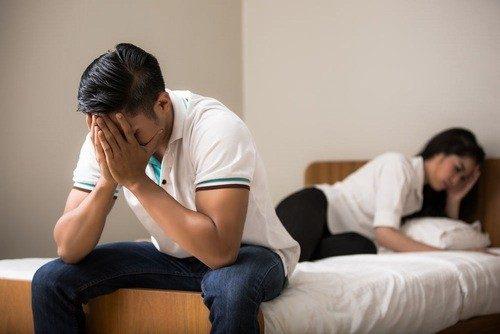 Bệnh hạ cam thường lây qua quan hệ tình dục không an toàn.
