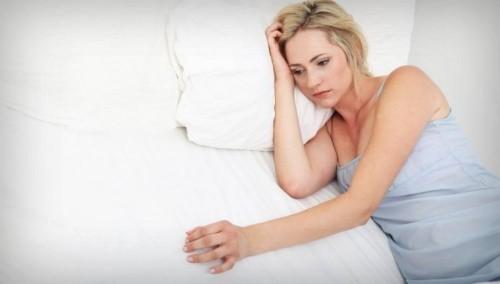Kinh nguyệt ra nhiều và kéo dài vừa gây bất tiện cho bạn nữ, vừa ảnh hưởng đến sức khỏe, làm chị em khó chịu