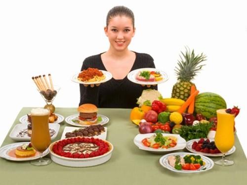 Ăn nhiều rau xanh và trái cây, cung cấp cho cơ thể nhiều vitamin C, B, chất xơ.