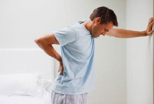 Tiểu buốt và đau lưng