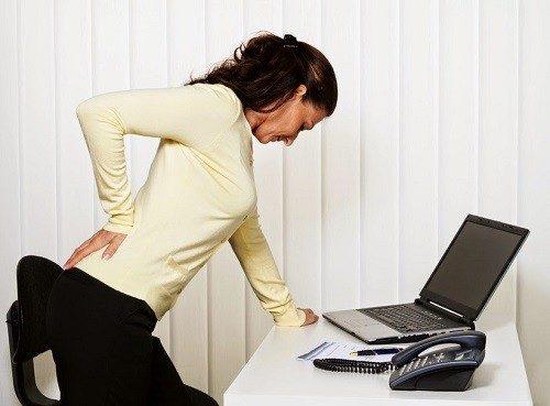 Đau thắt lưng là bệnh gì khiến nhiều chị em băn khoăn.