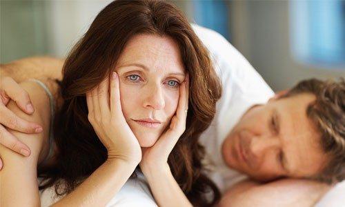 Rối loạn do suy giảm nội tiết tố estrogen là một yếu tố gây khô âm đạo
