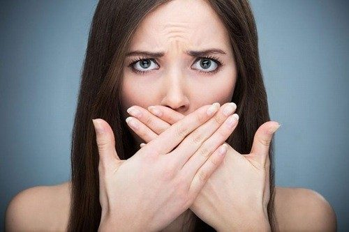 Khí hư có mùi tanh gây tâm lý ngại ngùng, tự ti cho chị em.