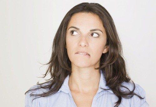 Kinh nguyệt ra ít là dấu hiệu bất thường khiến cho bạn nữ lo lắng.
