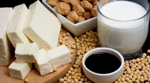 nếu bạn tiêu thụ quá nhiều các sản phẩm làm từ đậu nành như đậu phụ, sữa đậu nành, đậu tương... điều này sẽ làm ảnh hưởng lớn đến sức khỏe sinh sản đặc biệt là nam giới