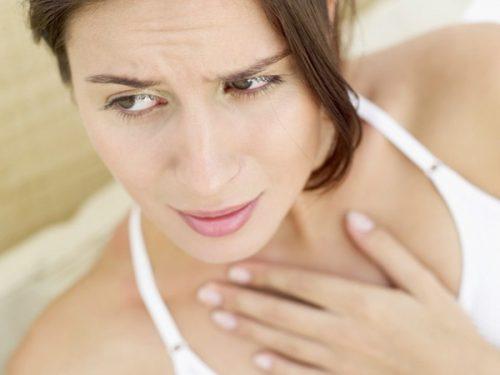 Ợ nóng, nóng cổ là một trong những tình trạng khó chịu mà mẹ bầu gặp phải.