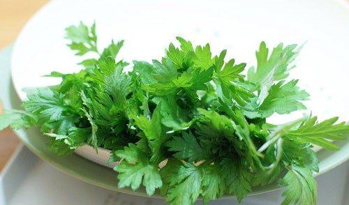 Tuy ngải cứu tốt cho sức khỏe nhưng ăn nhiều loại rau này rất dễ gây sảy thai.