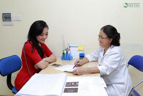 Bạn nữ cần theo dõi tình hình sức khỏe, đi khám tìm nguyên nhân khi thấy có những dấu hiệu bất thường