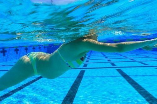 Thời gian bơi thích hợp trong ngày là lúc chiều mátThời gian bơi thích hợp trong ngày là lúc chiều mát
