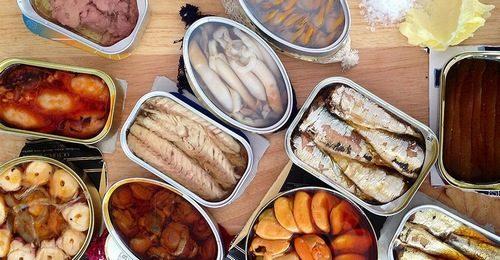 Thực phẩm chế biến sẵn như xúc xích, thịt xông khói, hay giăm bông có chứa chất bảo quản ảnh hưởng đến chất lượng tinh trùng.