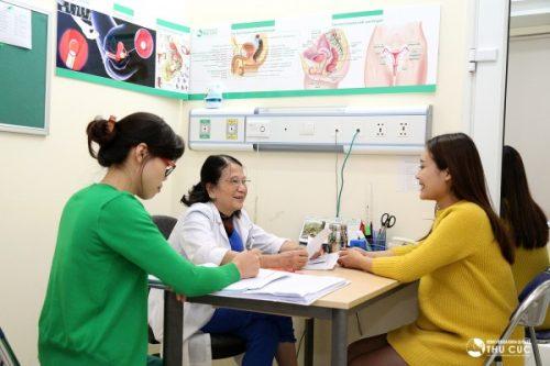 Khám thai thường xuyên rất quan trọng với các mẹ bầu để kịp thời phát hiện những bất thường và xử trí đúng đắn.