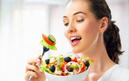 Bên cạnh thăm khám và điều trị theo chỉ định của bác sĩ, khi bị viêm phần phụ chị em cũng nên chú ý đến chế độ dinh dưỡng