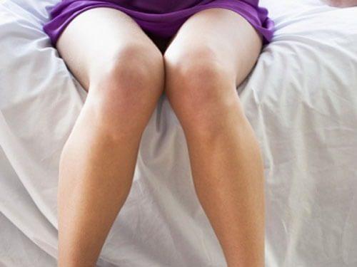 Khí hư màu nâu trước kỳ kinh có thể do mắc phải một số bệnh lý phụ khoa nguy hiểm.