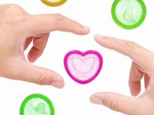 Bao cao su là một biện pháp tránh thai phổ biến cho các cặp vợ chồng.