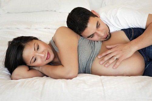 Quan hệ khi đang mang thai có cần dùng bao cao su không?