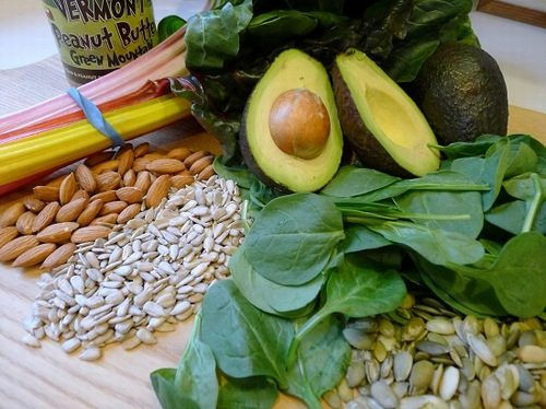 Bổ sung thêm những loại thực phẩm chứa nhiều vitamin A, B, C, E,... nhằm tăng cường sức đề kháng.