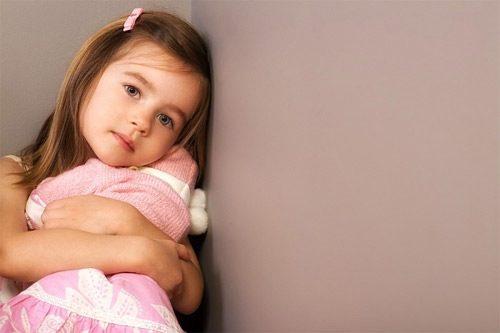 Trẻ nhỏ cũng có nguy cơ bị viêm âm đạo, bố mẹ cần phát hiện những dấu hiệu bất thường ở con.