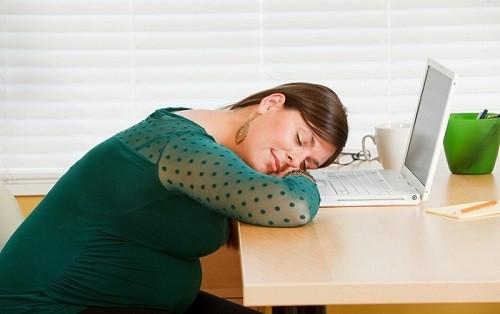 Những tư thế ngủ mẹ bầu cần tránh
