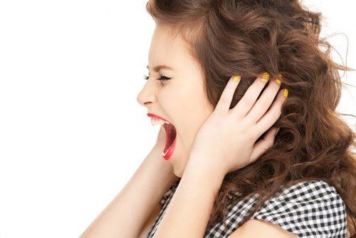 Khi bị rối loạn nội tiết tố, chị em cũng sẽ bị ảnh hưởng, thường buồn chán, mệt mỏi, áp lực, trầm cảm kéo dài.