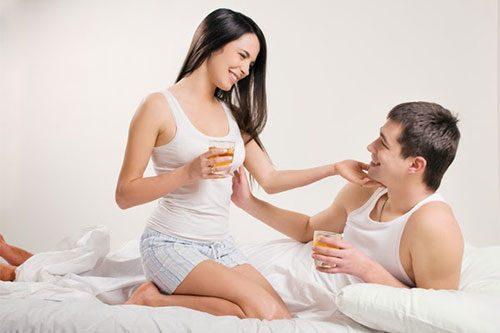 Người vợ cần động viên, chia sẻ cùng chồng để từ đó có biện pháp hợp lý cho cả hai bên.