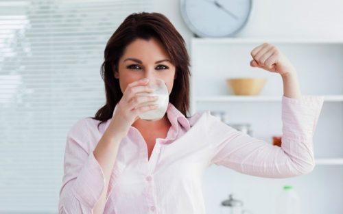 chị em bị buồng trứng đa nang nên uống đậu nành để giảm thiểu tình trạng rối loạn hormone.