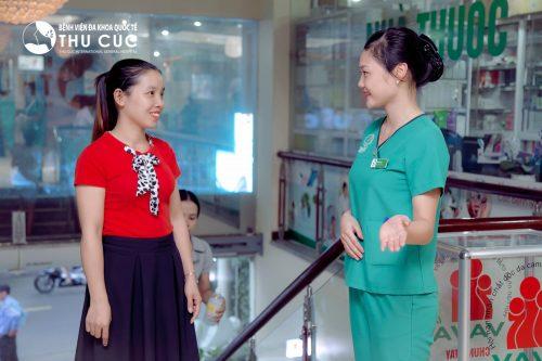 Nếu xuất hiện huyết trắng đặc quánh, chị em nên đến cơ sở y tế để đực thăm khám và điều trị kịp thời.