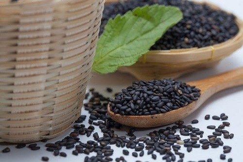 Trong mè đen có chứa nhiều dưỡng chất tốt cho sức khỏe bà bầu và thai nhi.