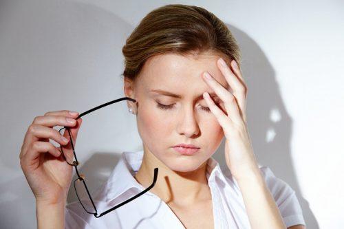 Tâm lý bất ổn, trầm cảm, stress có thể khiến kinh nguyệt rối loạn, ngắn bất thường.