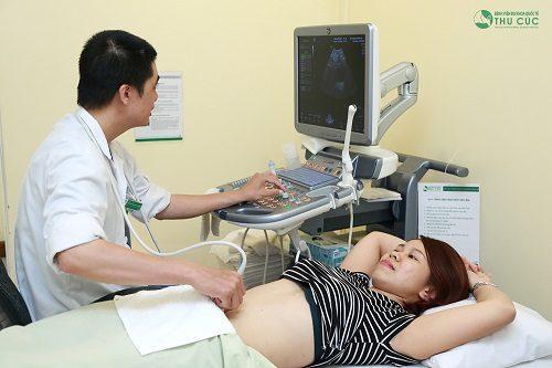 Khám thai định kì để đảm bảo thai kì tiến triển thuận lợi cho sinh thường.