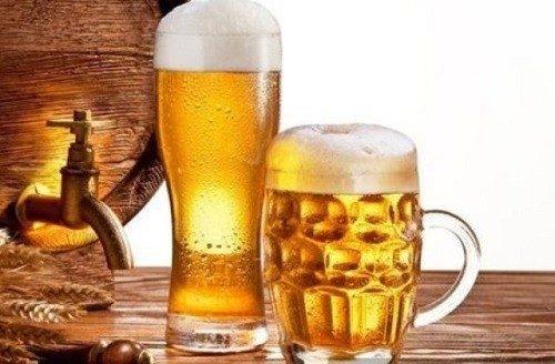 Bia là thức uống không phù hợp với mẹ sau sinh.