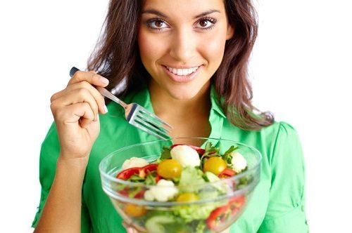 Mẹ sinh mổ cần chế độ ăn đa dạng và đủ dinh dưỡng.