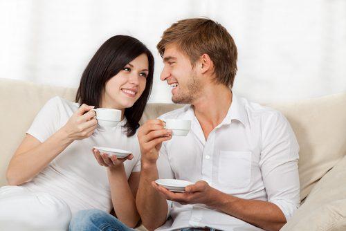 Quan hệ sau sinh cần tránh các tư thế có thể gây áp lực mạnh lên vùng chậu.
