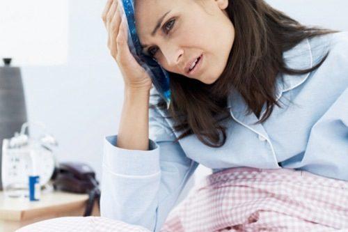 Nếu thấy sản dịch kéo dài quá lâu, người mệt mỏi khó chịu cần đi thăm khám sức khỏe tại cơ sở y tế.