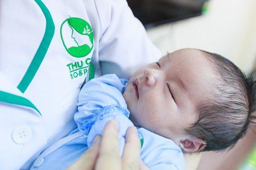 Em bé ra đời tại Bệnh viện Đa khoa Quốc tế Thu Cúc bằng phương pháp sinh thường.