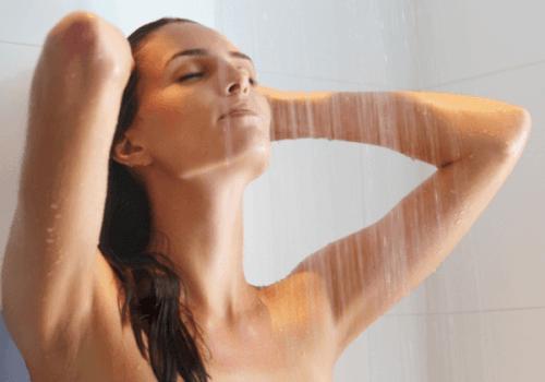 Phải gội nhanh tắm nhanh, lau khô người, sấy khô tóc nhẹ nhàng sau khi tắm.