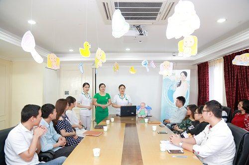 Tham gia lớp học tiền sản tại bệnh viện Thu Cúc