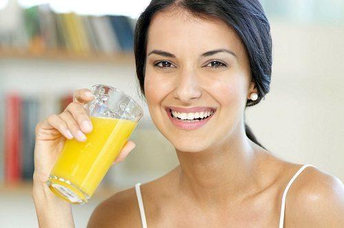 uống nước cam tốt cho mẹ sau sinh