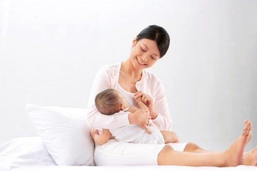 Giữ tinh thần vui vẻ, thoải mái giúp tiết sữa có khả năng tiết sữa