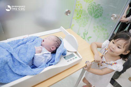 Sinh mổ 8 tháng có bầu – nguy cơ cho cả mẹ và con