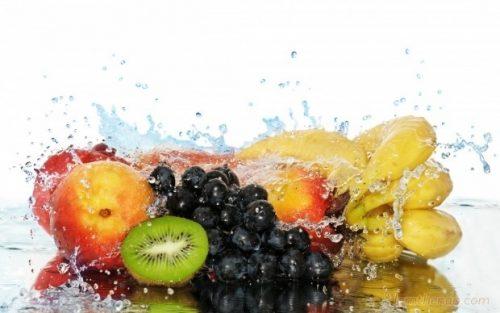 rửa sạch trái cây trước khi an để đảm bảo vệ sinh
