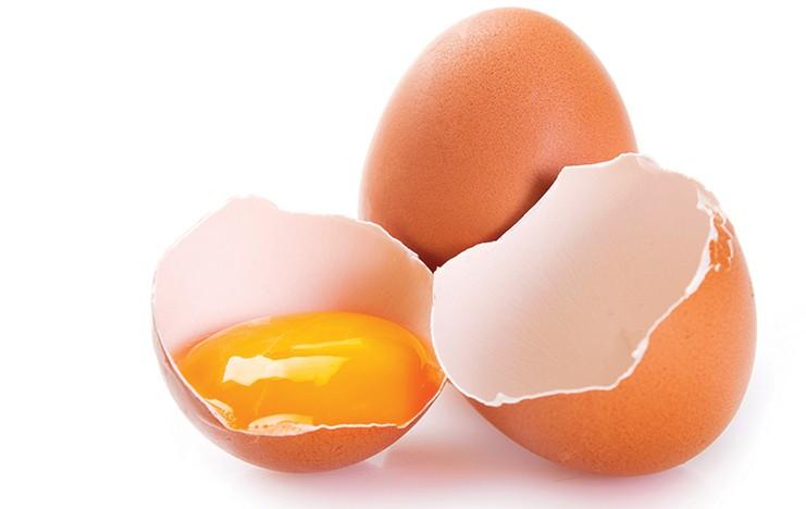Sinh mổ ăn trứng được không?