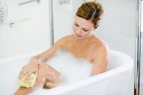 Không được ngâm mình trong bồn tắm sau sinh mổ
