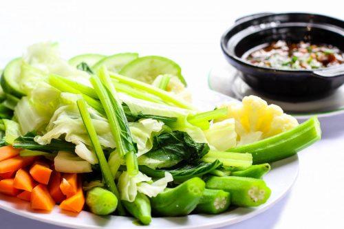 Tránh táo bón nhờ ăn nhiều rau xanh sau sinh
